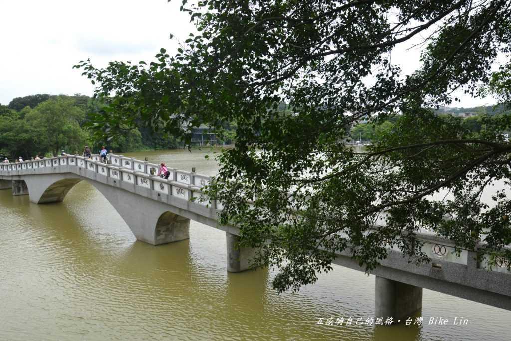 青草湖映月橋
