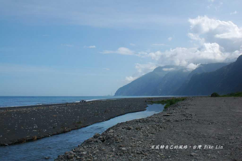 鴛鴦山定情湖
