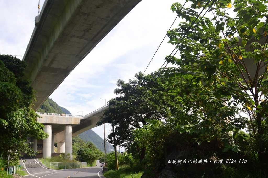 「漢本遺址」出土點在花改高架橋下