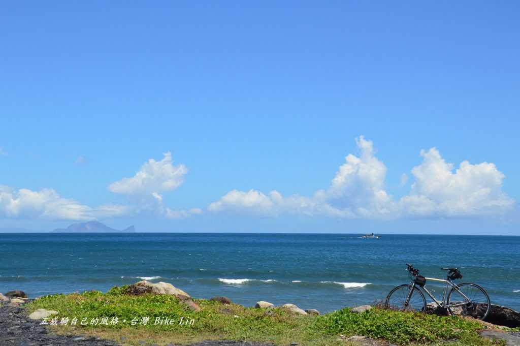 無尾港海灘遠眺龜山島