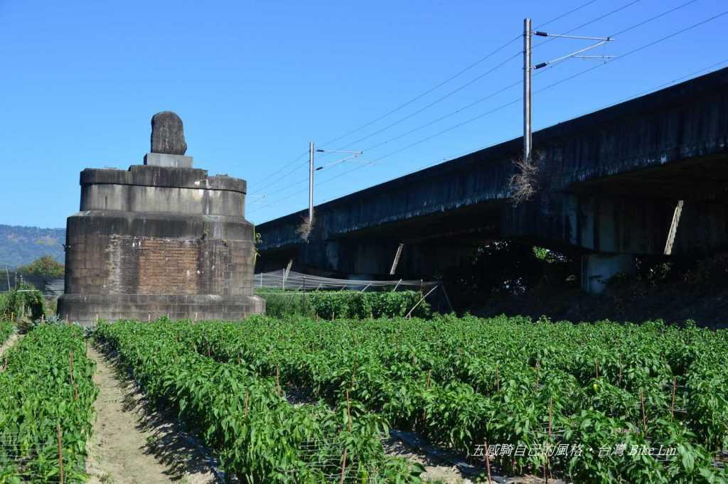 縱貫鐵路濁水溪紀念碑