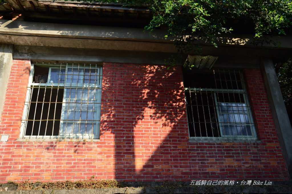 荒廢老舊紅磚宿舍