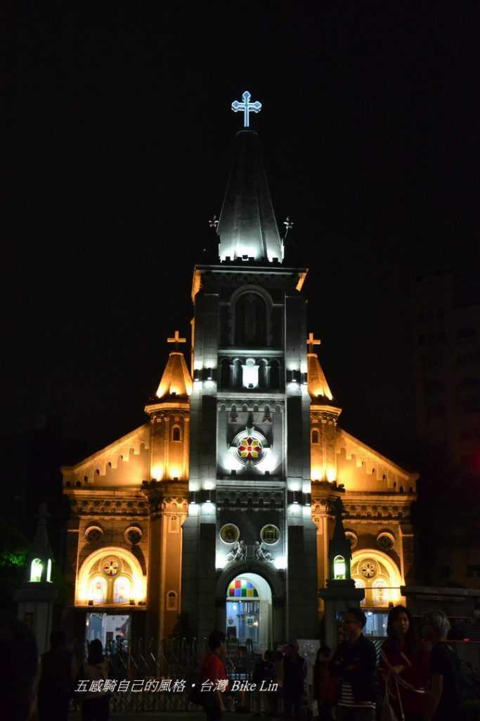 1862年「玫瑰聖母聖殿教堂」夜晚風采