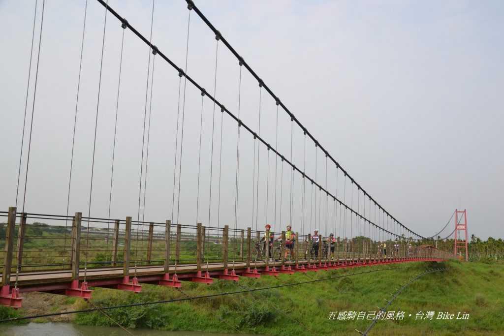 萬巒彩繪吊橋
