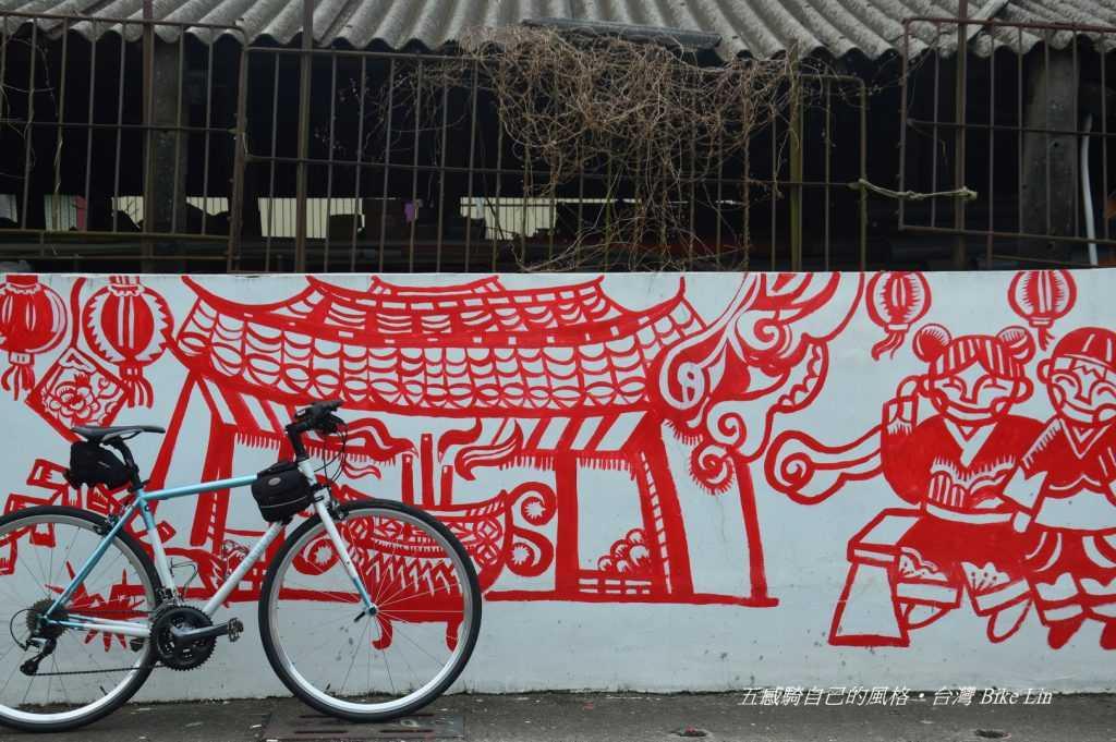 崙仔頂村落白底紅剪紙彩繪壁畫