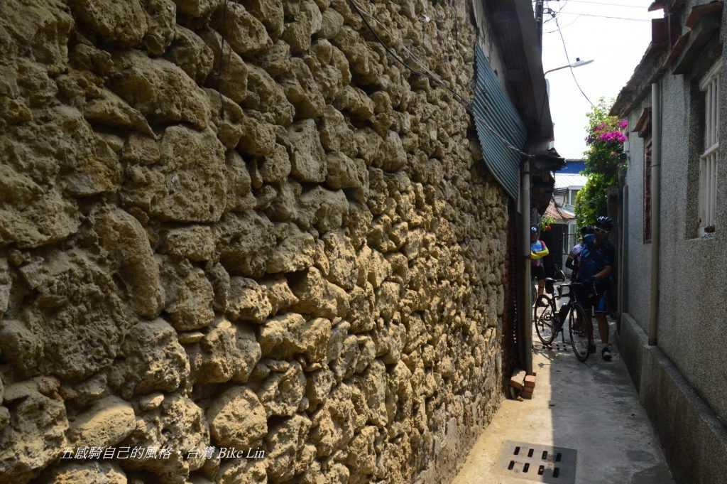 土角厝窄巷真有老街感覺