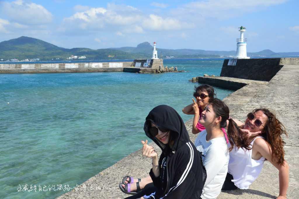 我忘不掉後壁湖港堤防上,年輕勁風的嘉義女孩們揮灑青春