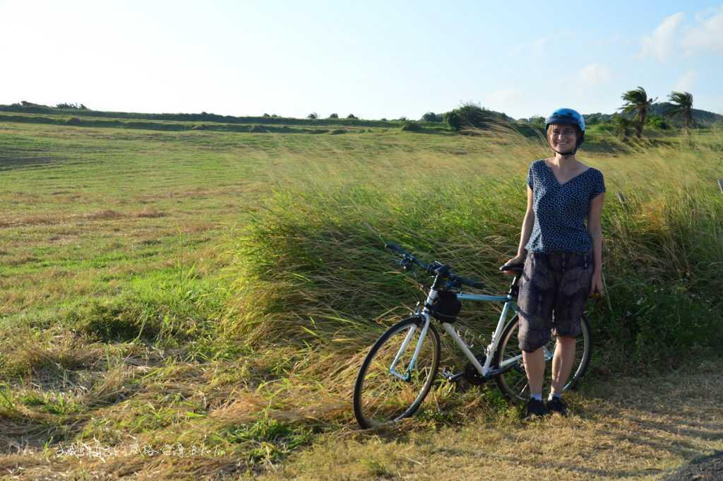 我忘不掉籠仔埔大草原,異國風德國女孩迷途開心神情