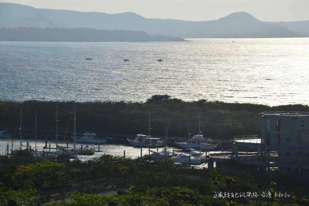 「光現旅宿」喝一杯滿滿晨光與一大片後壁湖港海捲