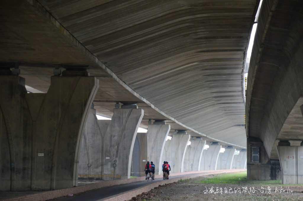 國3高架下屏東國道自行車道