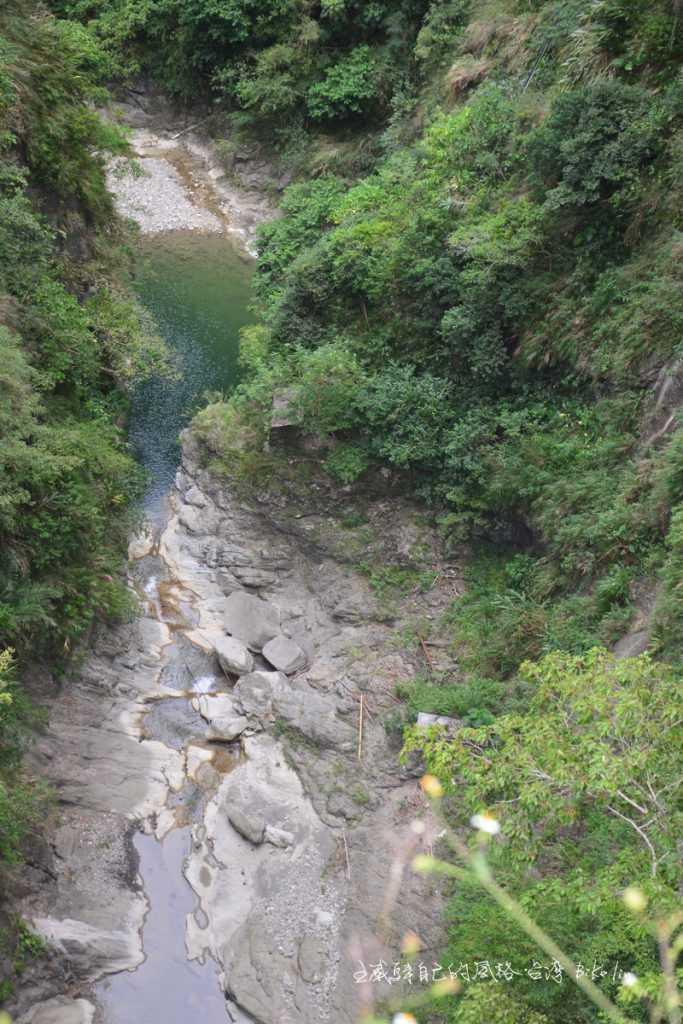 陡峭岩壁「蕃薯寮峽谷」