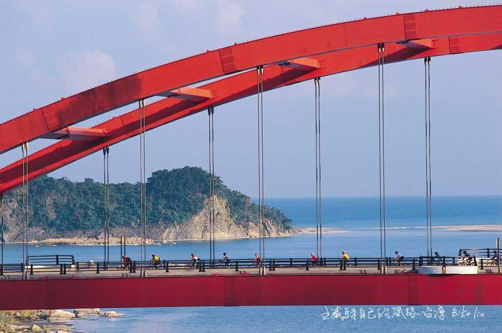 BMCC車隊夥伴們2004 年緩慢跨越長虹橋