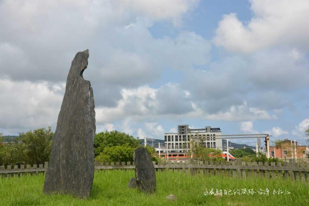 唯一仍留存在原地的史前卑南遺蹟「卑南文化月形石柱」