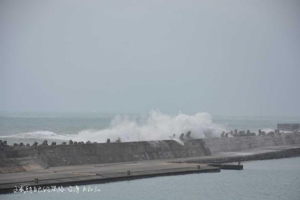 非颱風天的花蓮港湧浪